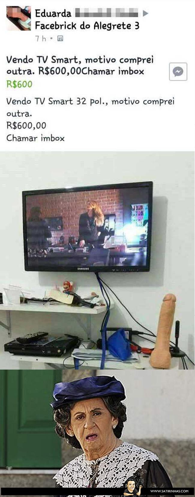 a-novinha-vendendo-uma-TV-Smart