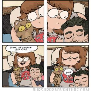 Dormindo com dois gatos