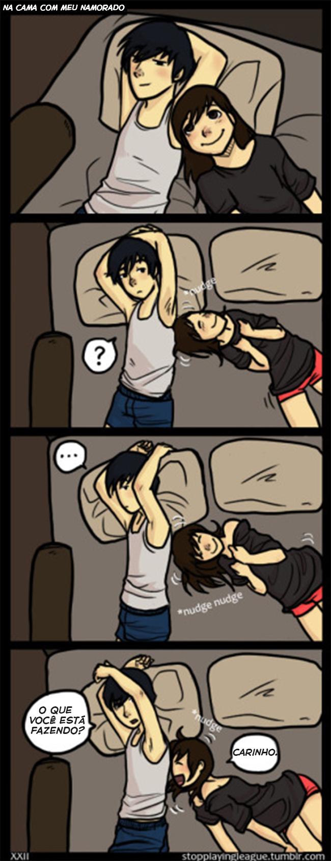 Um casal carinhoso na cama