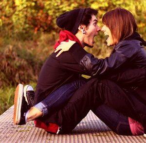 É fácil reconhecer um casal que não se separa