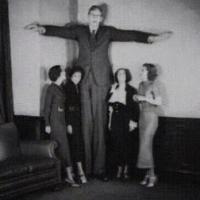 O homem mais alto do mundo de todos os tempos.