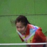 Uma asiática sem raquete.