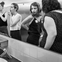 O que acontece em um banheiro feminino?