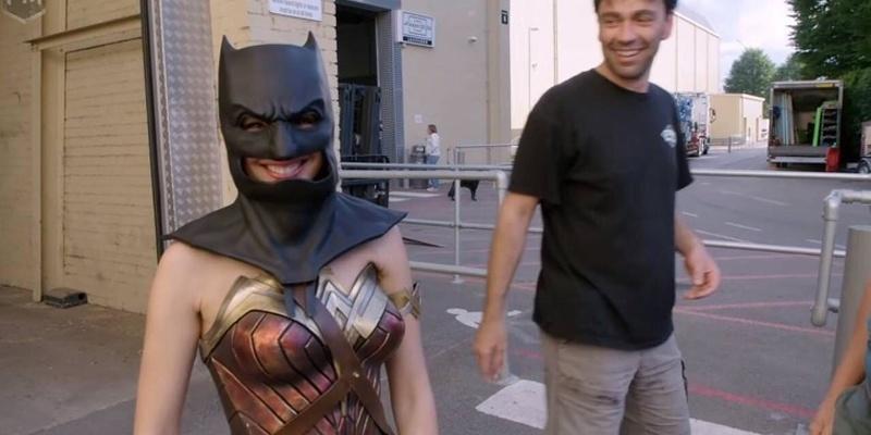 Mulher-Maravilha resolveu usar a máscara do Batman