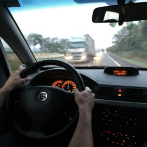 7 coisas que você pode ter feito ao volante, mas que são proibidas