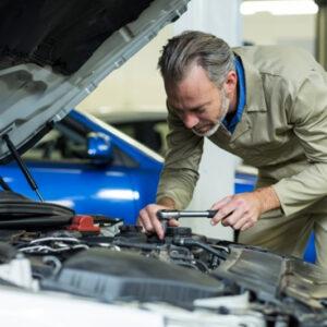 5 coisas inusitadas encontradas em carros por mecânicos