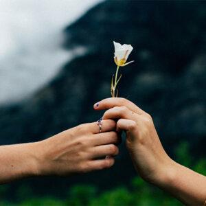 O amor perfeito e a alegria de quem tem sua força em Deus