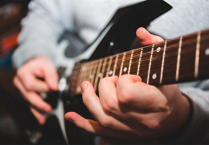 Conheça os benefícios de saber tocar um instrumento musical